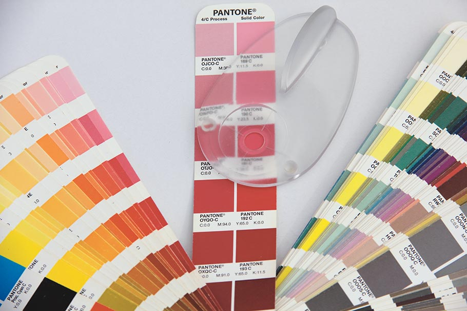 Checking a PANTONE swatch book using SPOT_Color_Manager application with Eye-One Pro